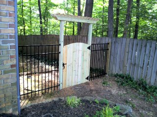 aluminum ornamental fence on wood posts with gate arbor 2